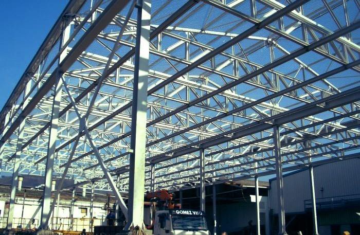 Estructuras metálicas cubiertas y cerramientos verticales. Carpintería metálica